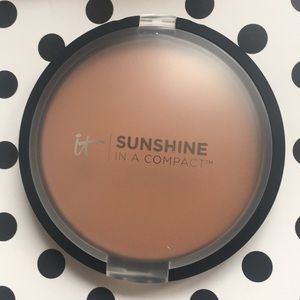 IT Cosmetics Sunshine in a Compact Bronzer